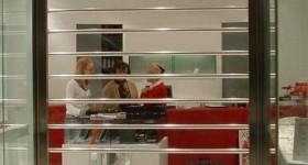 Светопрозрачные рольставни - входная группа магазина